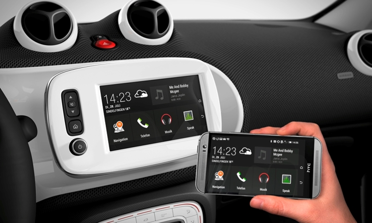 Numerous new features for smart fortwo and smart forfour: smart now with MirrorLink®